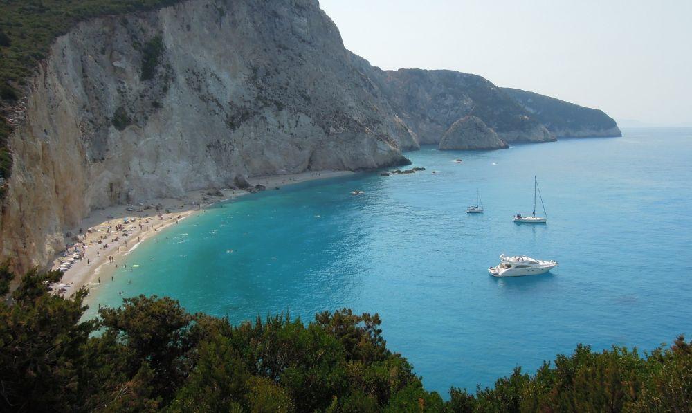 alb, barca, corp, apa, langa, formatiune stancoasa, orasul Lefkada, plaja