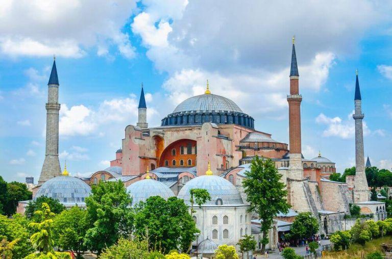 Hagia Sofia, una dintre cele mai impresionante clădiri din lume