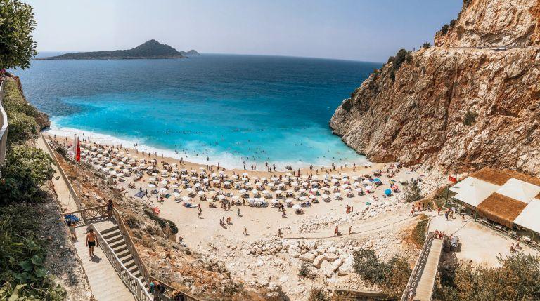 Cele mai frumoase plaje și stațiuni din Antalya pe care trebuie să le vizitezi