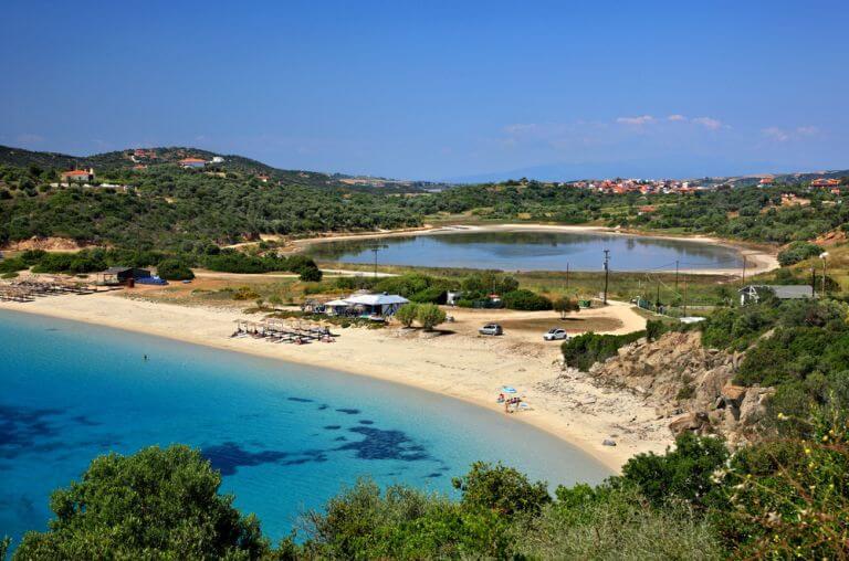 Plajele din Ammouliani, ideale pentru turisti ce aleg Halkidiki drept destinatie de vacanta