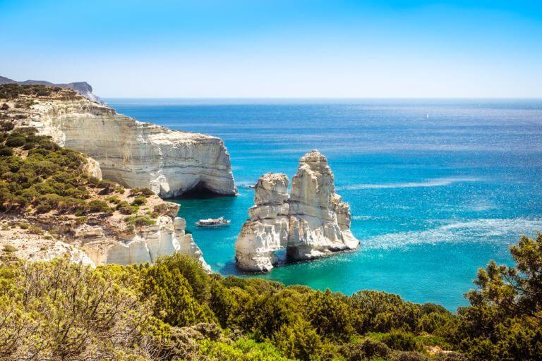 Kleftiko, una dintre cele mai impresionante plaje ale insulei Milos