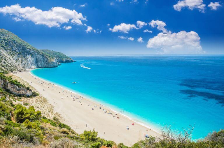 Plaja Milos, una dintre faimoase plaje ale insulei grecesti Lefkada